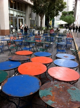 SF alley restaurant tables